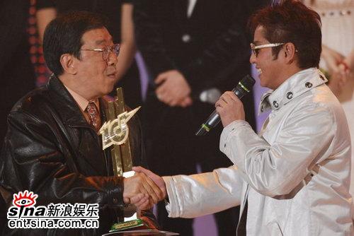 谭咏麟《爱情陷阱》获劲歌金曲25周年荣誉金曲