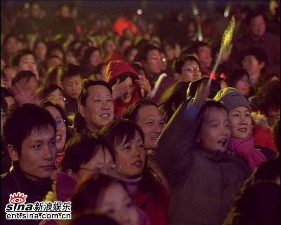 资料图片:电影之歌群星演唱会火爆现场(14)