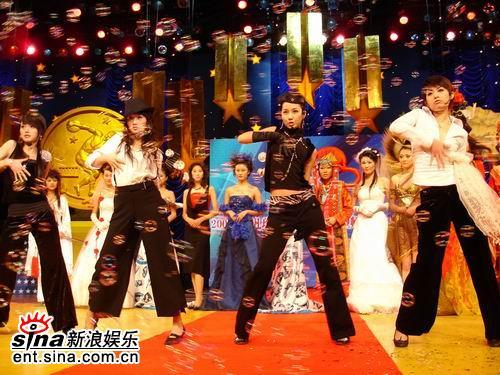 资料图片:海南国际沙滩音乐节--明骏女孩组合