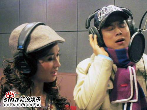 张钰耿宁合唱《爱我到多久》望京激情上演(图)
