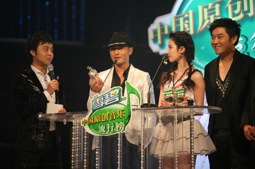 """黄晓明刘亦菲""""神雕侠侣""""重聚""""雪碧榜""""(图)"""