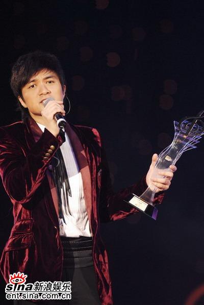 古巨基《爱得太迟》获颁第二首金曲(图)