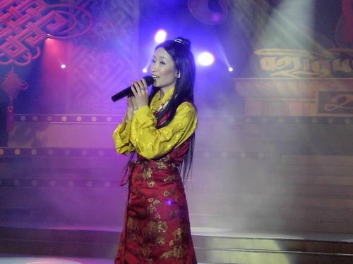 秦海璐藏族盛装过情人节和孙楠李宗盛放歌拉萨