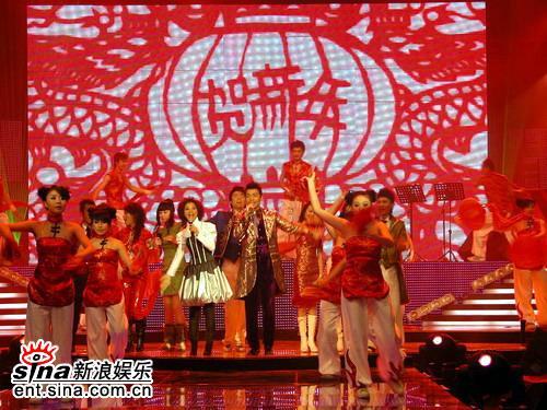 《梦想中国》新春开唱为贫困学生奉献爱心(图)