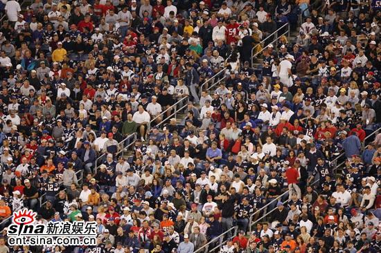 资料图片:福娃走进美国橄榄球大联盟活动火热
