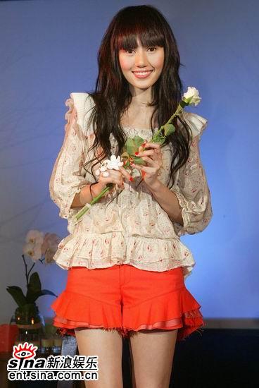袁泉《孤独的花朵》台湾发片气质美女优雅登台