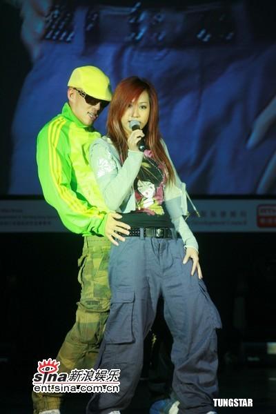 组图:香港音乐会展闭幕音乐会众星捧场献唱