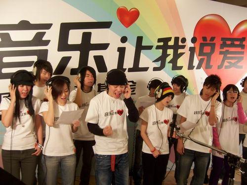 众歌手积极录制歌曲回声慈善活动声音响亮(图)