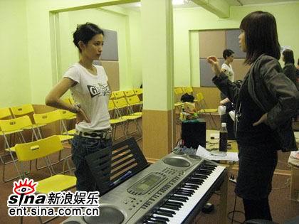 """...加盟而此前在新加坡\""""海蝶音乐学校\""""受训的她也受到了\""""一..."""