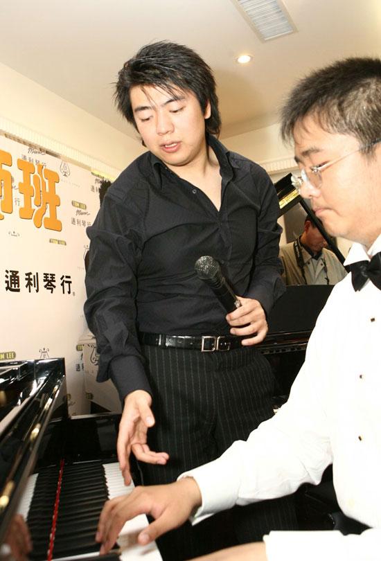 """""""世界钢琴王子""""郎朗钢琴奏响快乐人生(图)"""
