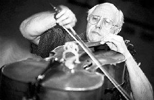 世界著名大提琴家罗斯特罗波维奇因患癌症逝世