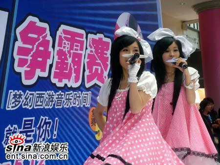 童话演唱团粉嫩现身受追捧千人抱憾签唱会(图)