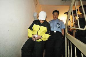 歌手谢东与女友涉毒被抓搜查过程非常配合(图)