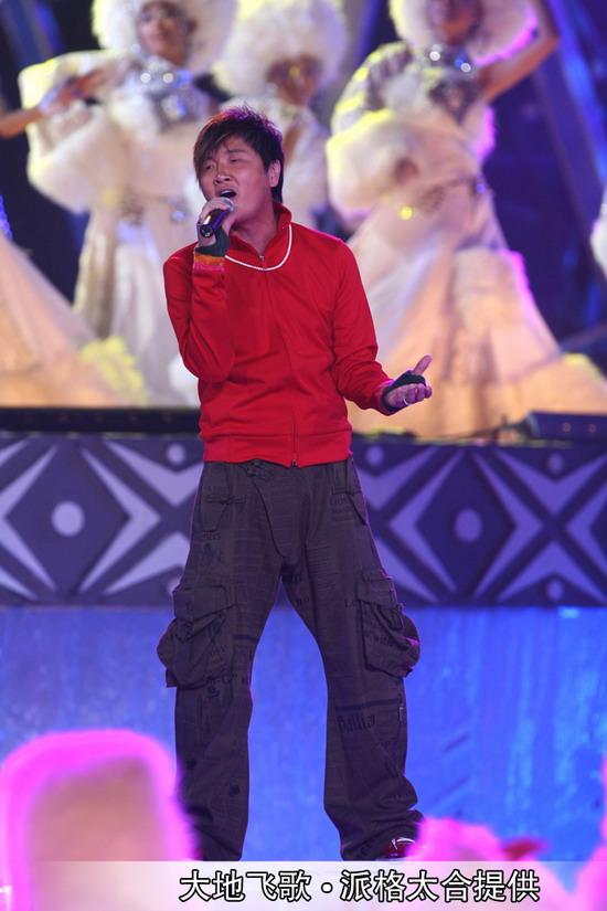图文:南宁民歌节盛大开幕--孙楠献唱藏族民歌