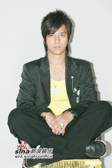 组图:罗志祥为新专辑苦练才艺夜夜守著小白鸽