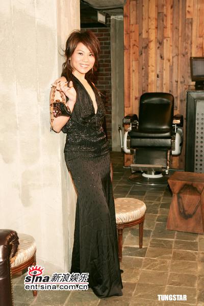 组图:台湾金曲奖将颁蔡健雅选定黑色低胸装