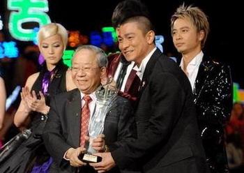综述:十大中文金曲颁奖狂欢背后的争斗