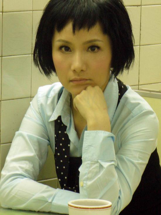 蓝蝴蝶:胡蓓蔚一个为音乐痴狂的女子(图)