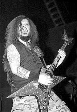 演唱会遭枪杀金属迷悼念吉他英雄阿博特(图)