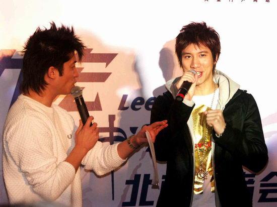组图:王力宏出席新专辑发布会带来简单音乐