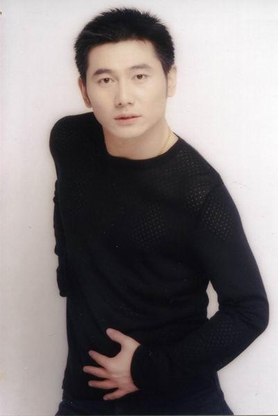 资料图片:中国网络歌手候旭将与你亲密接触
