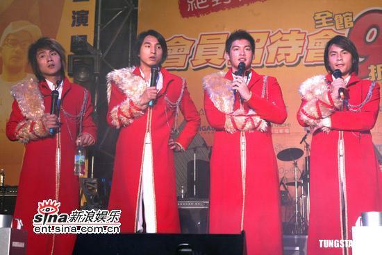 组图:张震岳5566黄小琥出席黄色巨星演唱会