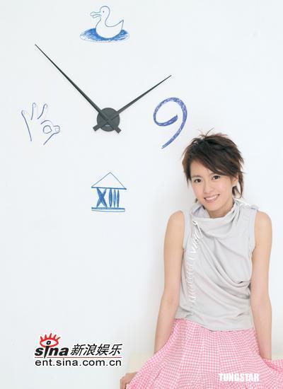 组图:梁咏琪筹备新专辑卖力差点与公司反目