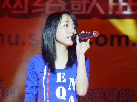 网络歌曲排行榜小柯深情献唱美女为《谁》感伤