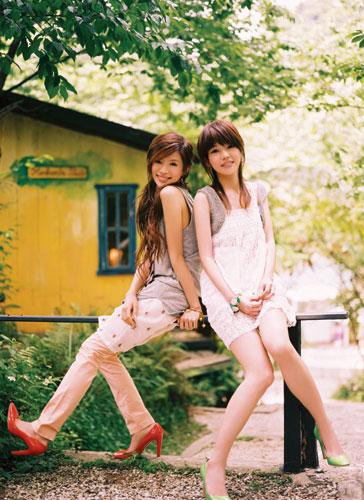 组图:蜜雪薇琪发新专辑宣传照短裙热裤秀美腿