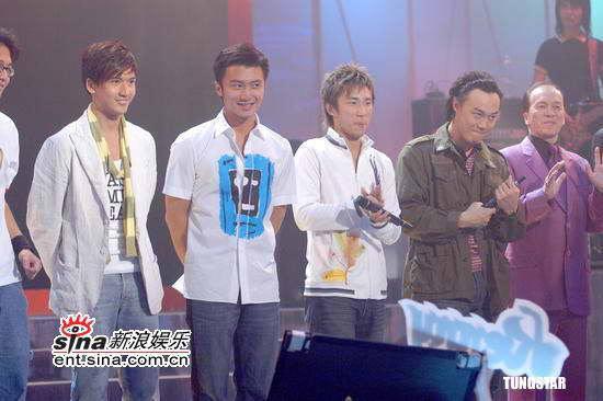 组图:谢霆锋陈奕迅等出席TVB《劲歌金曲》