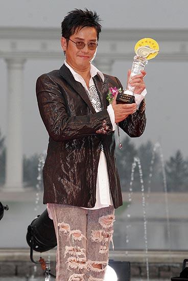 组图:谢霆锋张娜拉出席第二届金碟奖颁奖晚会