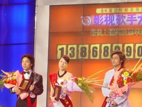 组图:浙江首届影视歌手大赛昨日决赛