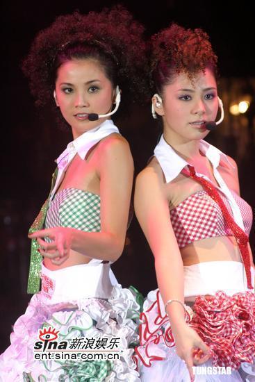 """组图:Twins与At17""""拉阔音乐会""""台上劲歌热舞"""