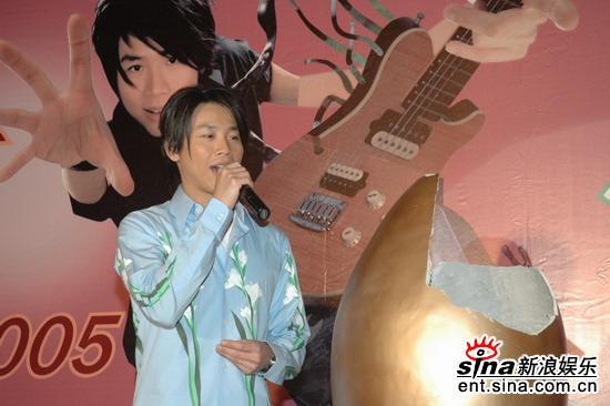 组图:陶��8月13日上海开唱发布会现场庆生日