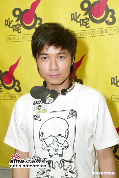 组图:古巨基出席新乐潮招待会与黄奕久未联络