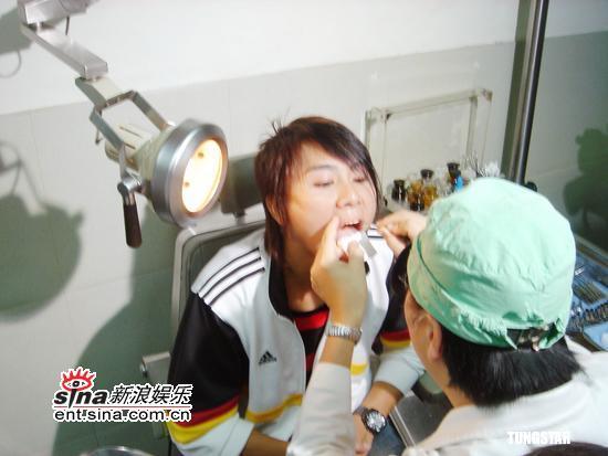 组图:5566王仁浦声带水肿幸及时治疗否则堪虑