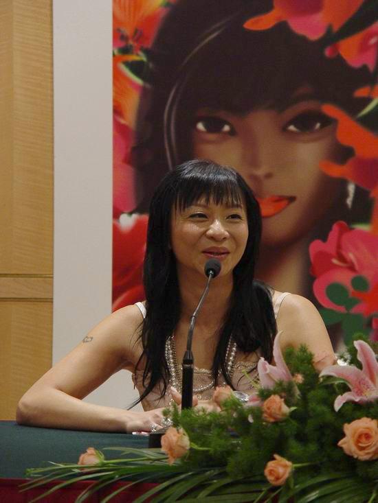 时尚女王范怡文发布新专辑《记得用力爱自己》