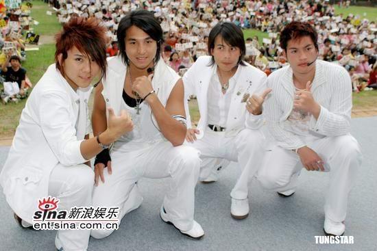 """组图:5566空降举行""""好久不见""""万人签唱会"""