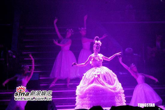 组图:松田圣子在台开个唱狂扮美少女魅力不减