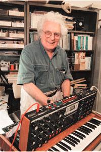 电子音乐先锋罗伯特-穆格去世享年71岁(附图)