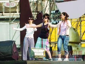 S.H.E进行演唱会实地彩排三女生不改活泼本色