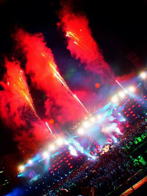 S.H.E北京个唱前的最后曝光舞台90米宽创之最