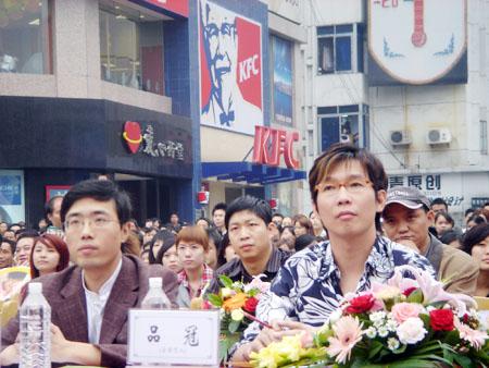 李宇春密友摘下音乐新秀成都冠军品冠现场点评