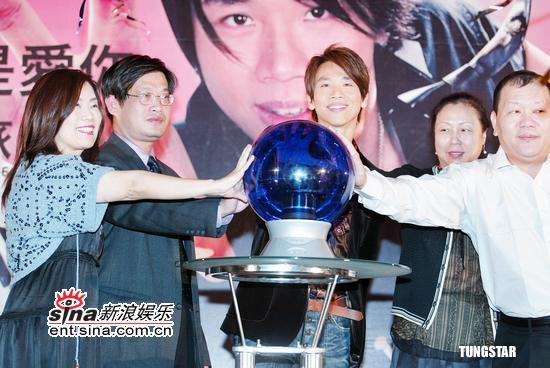 组图:陶�匆衾志�奇之旅明年台北小巨蛋开唱