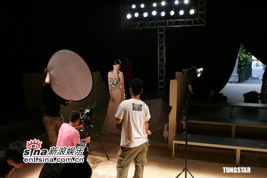 组图:梁咏琪拍摄《名模》MV一览米兰名模风范