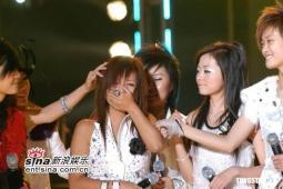 组图:超女南京演唱会盛况空前爱笑何洁哭到软
