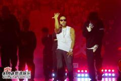 12月21日最酷男星:刘承俊签约中国公司劲歌热舞