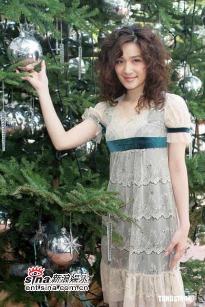 组图:12月23日时尚关键词--薄纱及膝裙