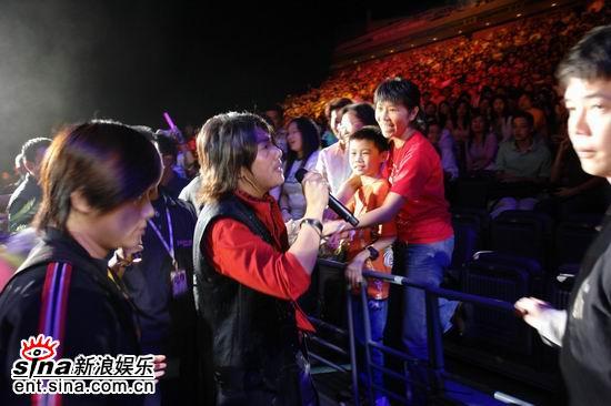 非常阿杜光荣返乡新加坡演唱会火爆上演(组图)