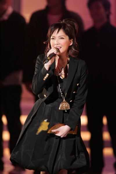 图文:新人卫兰今年屡次得奖得意献唱